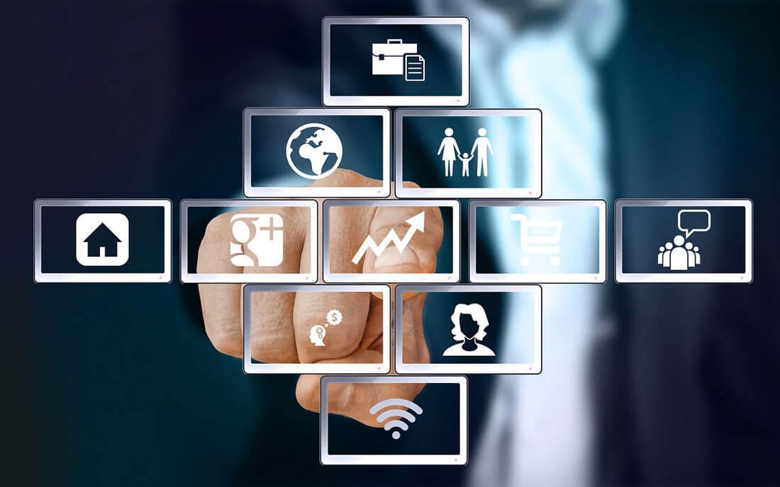 Ein Finger berührt einen Screen mit Symbolen für diverse Internetdienste. Bild: pixabay